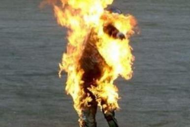 l43-uomo-fuoco-fiamme-120319214432_big