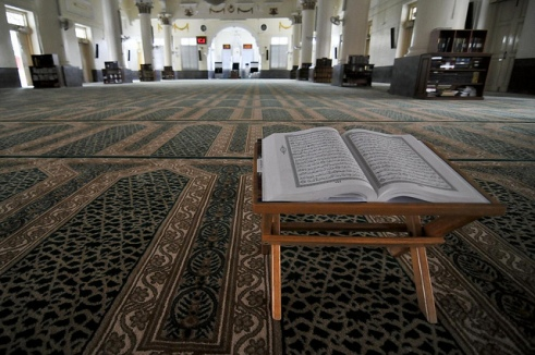 Quran-on-Pedastal-in-Mosque-2